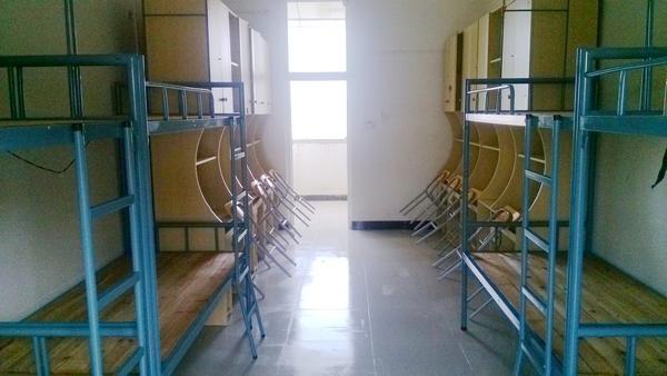 工艺美术学院组织学生清扫新生宿舍图片